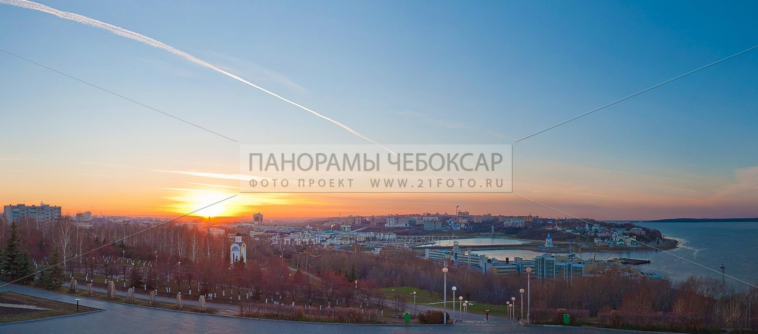 Фото панорама Чебоксарского залива на закате, вид с памятника победы