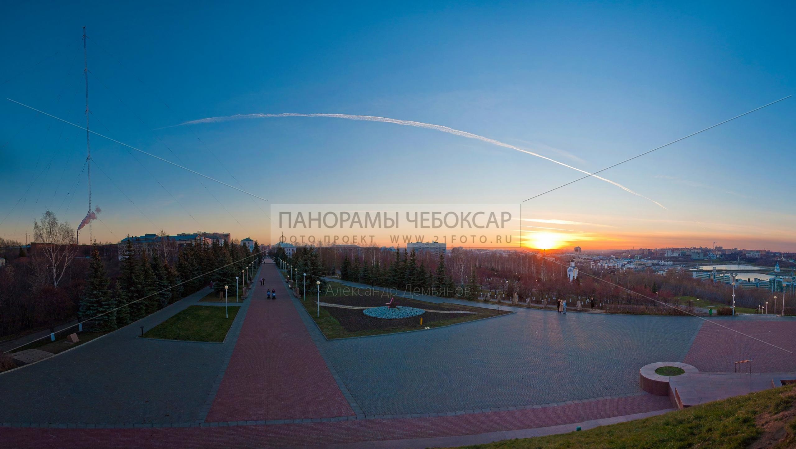 Фото панорама Чебоксарской аллеи славы на закате, вид с памятника победы