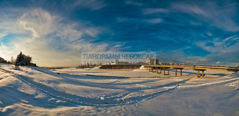 Фото-панорама Чебоксарского залива зимой, вид на тетр оперы и балта и московский мост