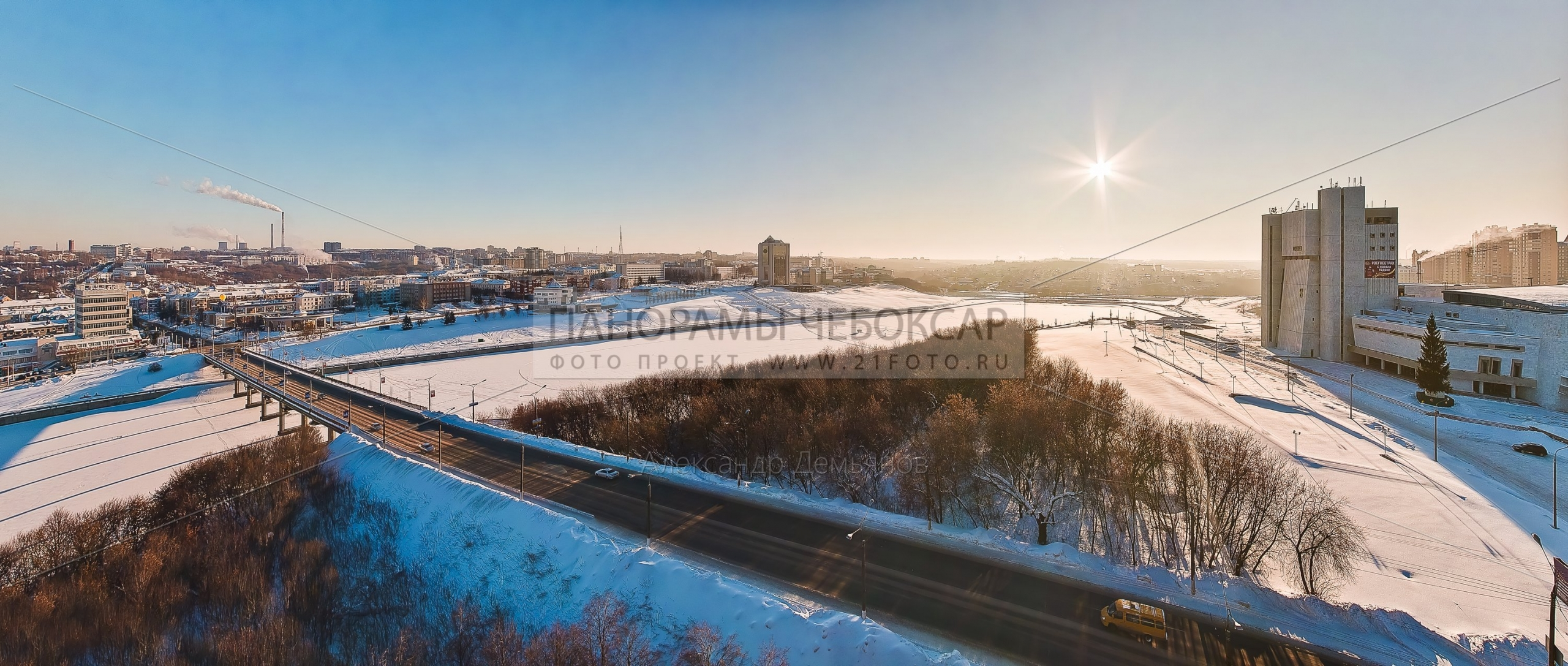 Фото-панорама Чебоксарского Залива Зимой, вид на театр оперы и балета и дом правительства