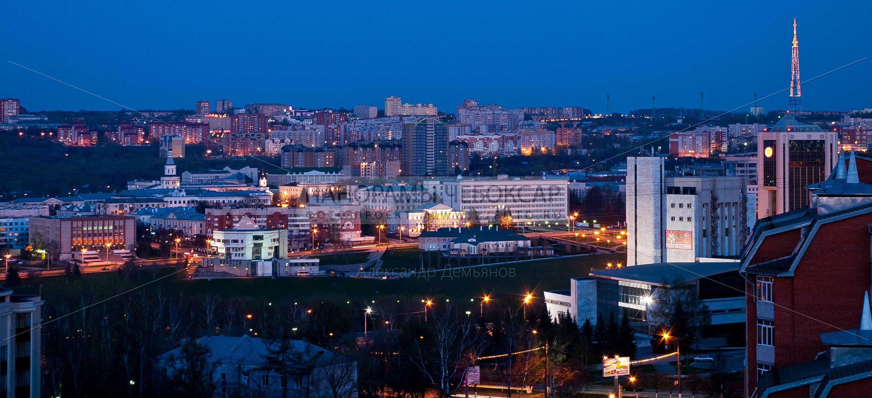 Фото телебашни и центра города Чебоксары в сумерках весной