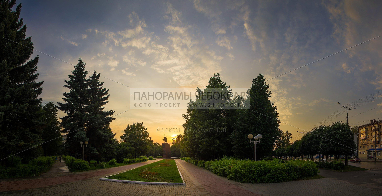 Памятник Чапаеву в Чебоксарах летом