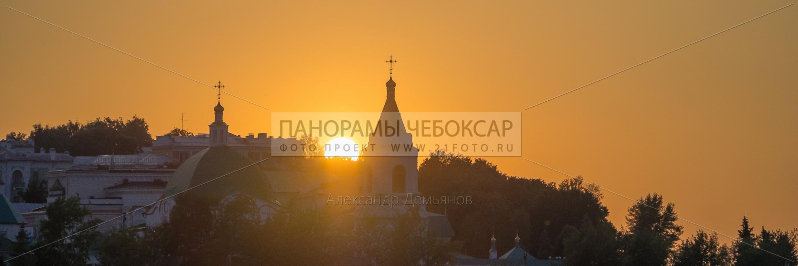 Свято-троицкий мужской монастырь на закате