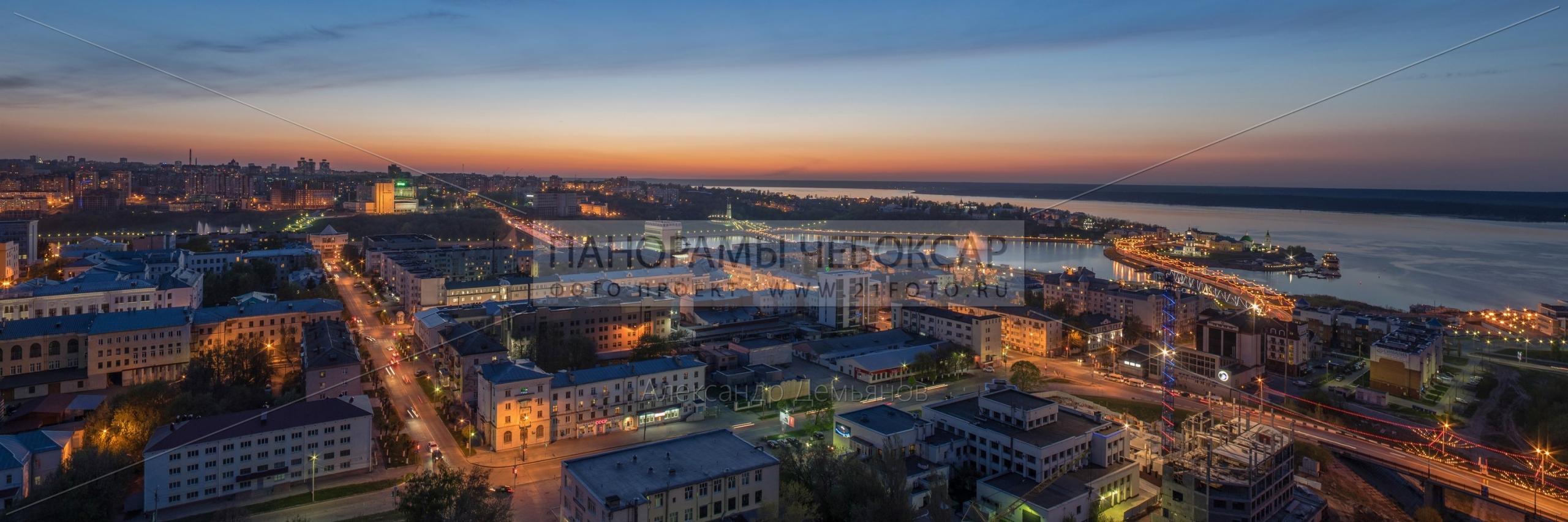 Волга и город летним вечером