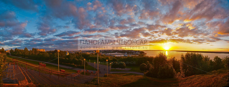 Фото-панорама с парка победы на центр города и залив Чебоксар
