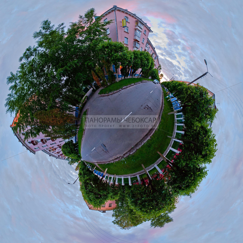 Фото панорама маленокой планеты-улицы Ивана Франко