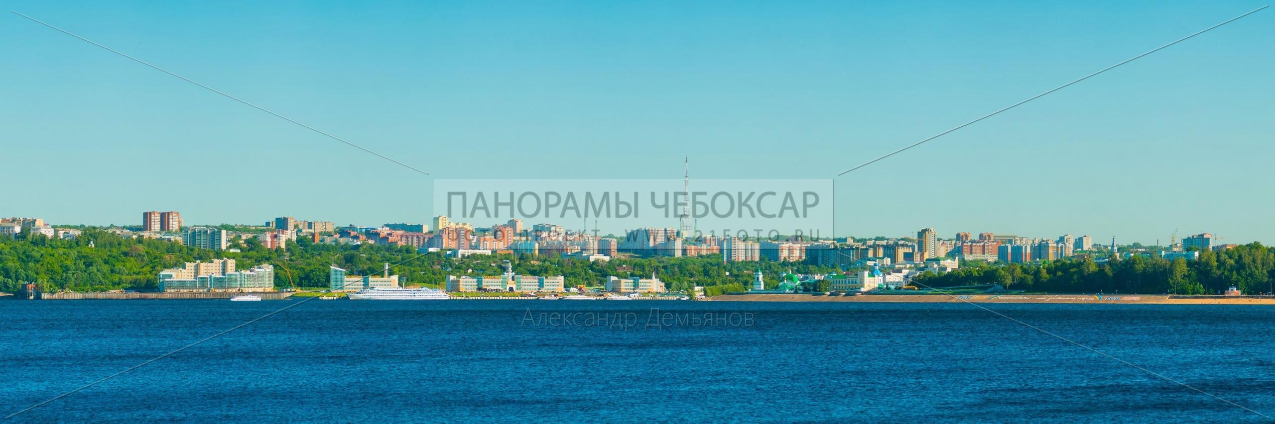Вид на Чебоксары с левого берега Волги днём