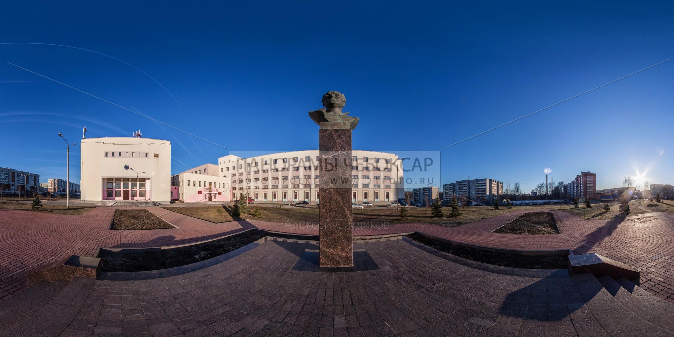 Памятник Хузангаю — кроп