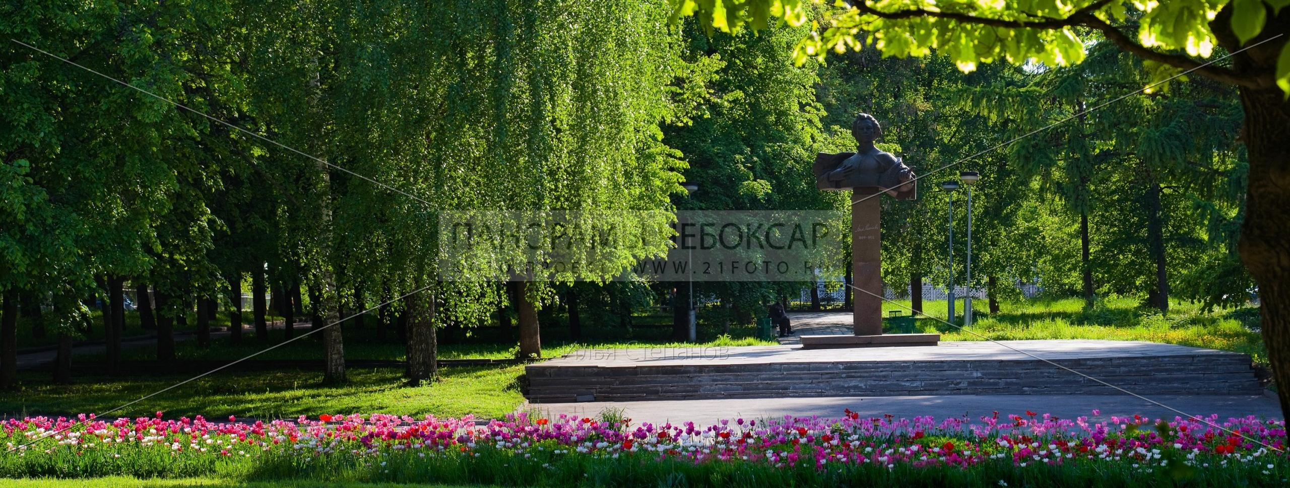 Памятник Михаилу Сеспелю в Весенних цветах — Чебоксары