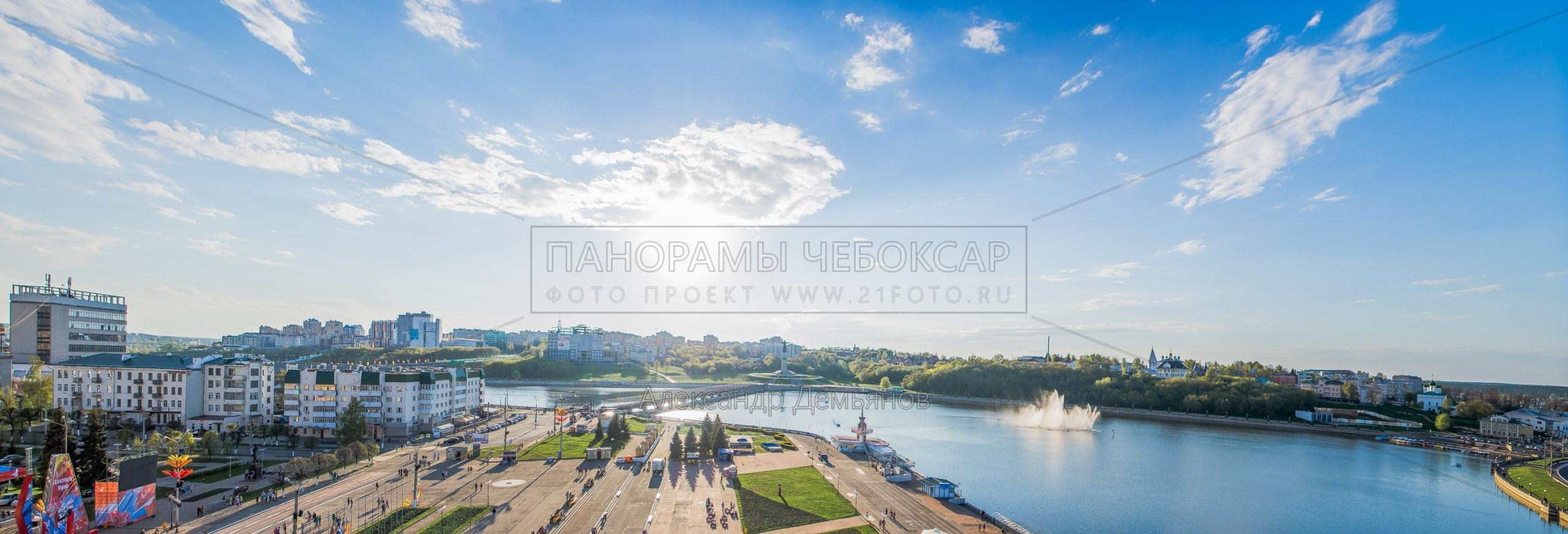 Вид на Чебоксарский залив с колеса обозрения на Красной площади летом 2016  (Версия 2)