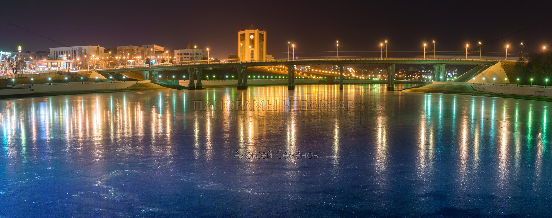 Московский мост Зеркальный лёд зимой 2019