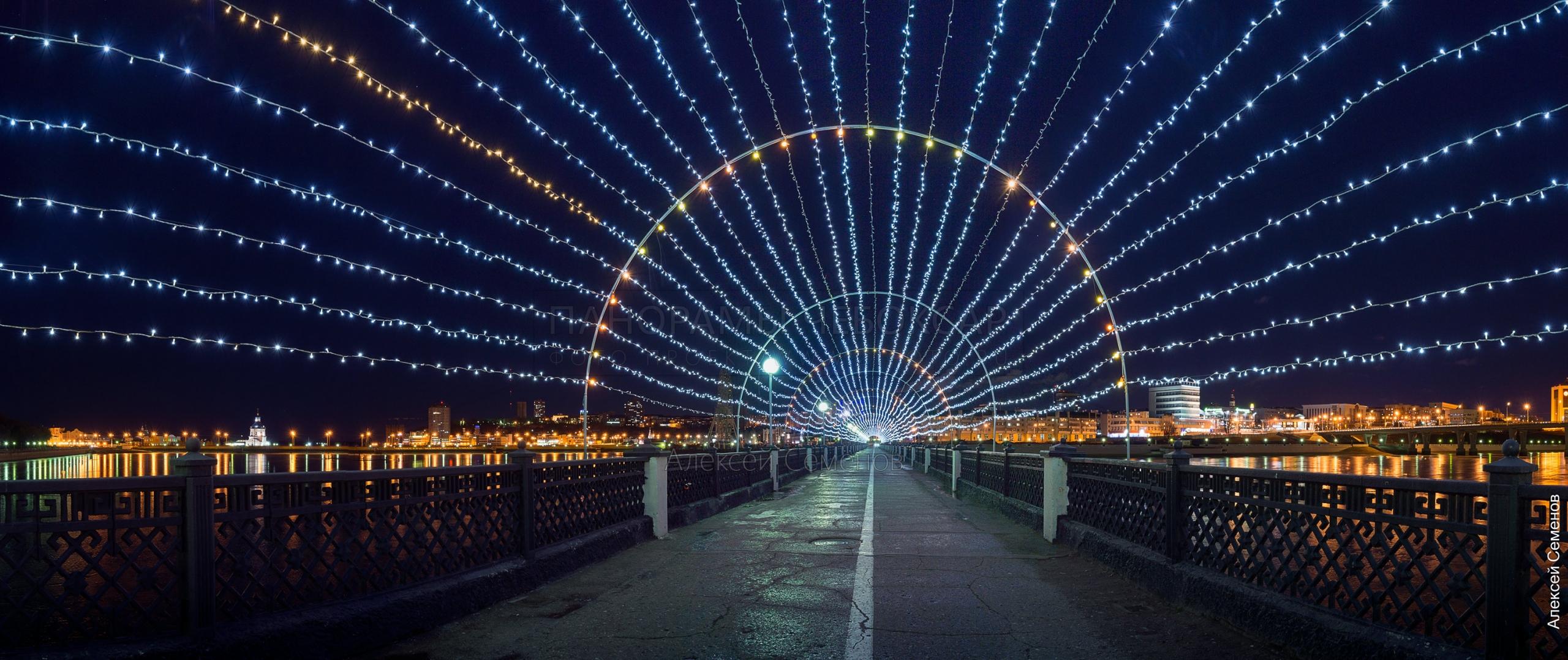 Пешеходный мост Красная площадь на Чебоксарском заливе зимой 2019